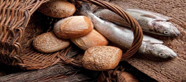 basket-bread-rolls-fish-750x330.jpg